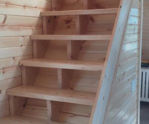cabin-staircase-built-indoors