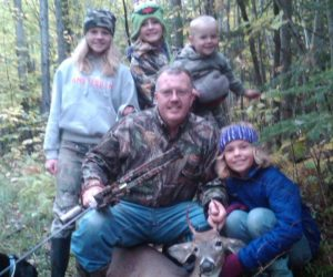 bowing-buck-with-grandkids
