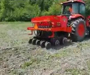 no-till-planter-and-tractor